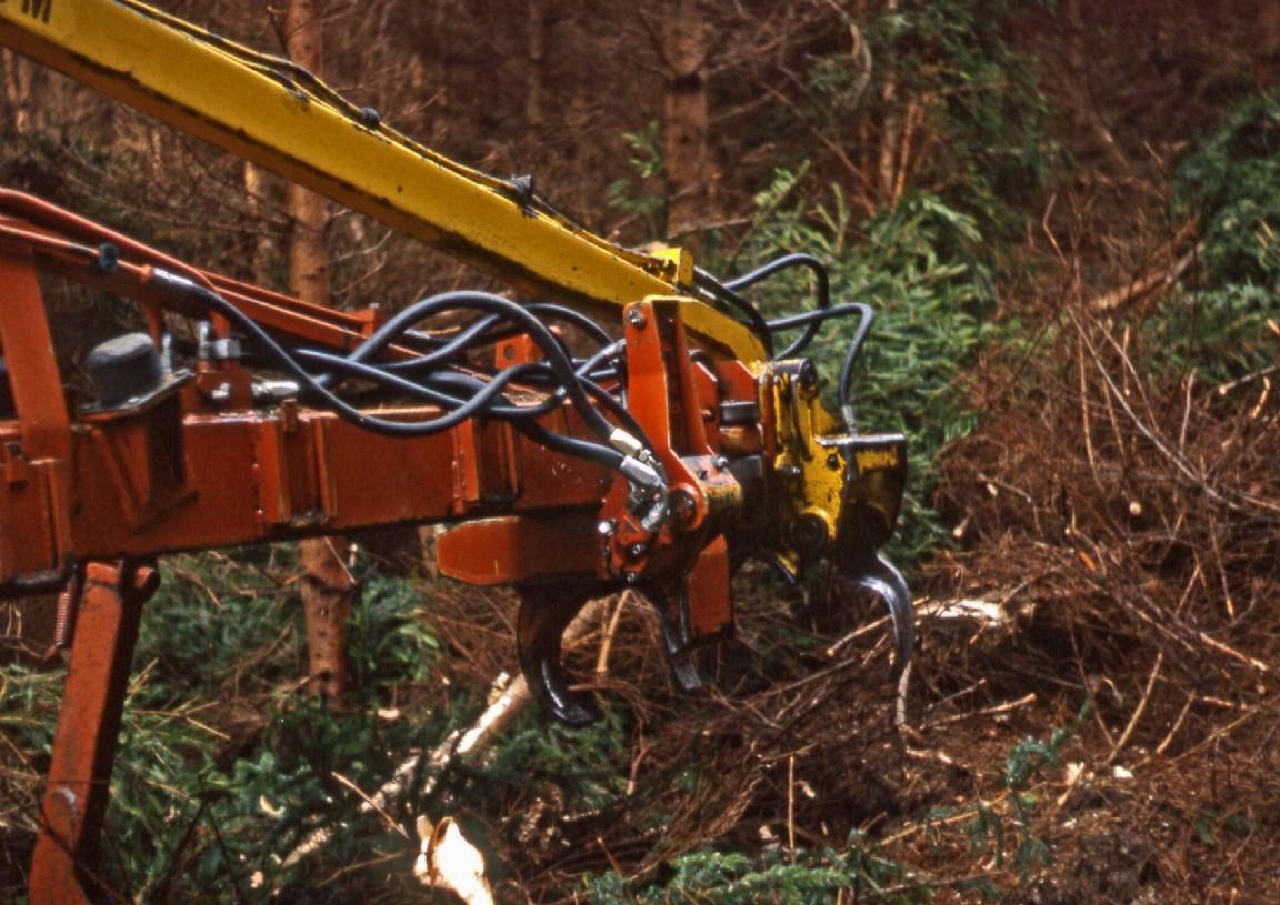 Harvesting machinery demo, Monaughty, 1980