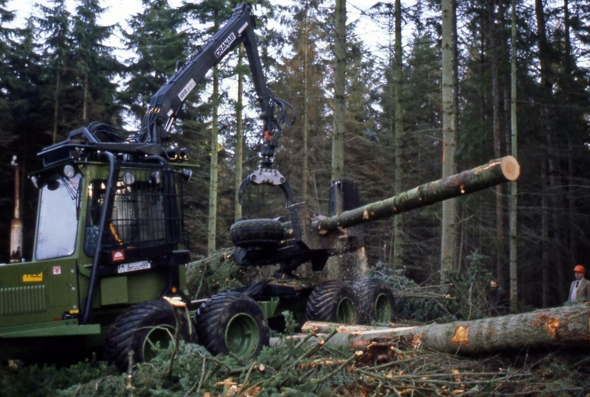 Mechanised harvesting demo, 1982