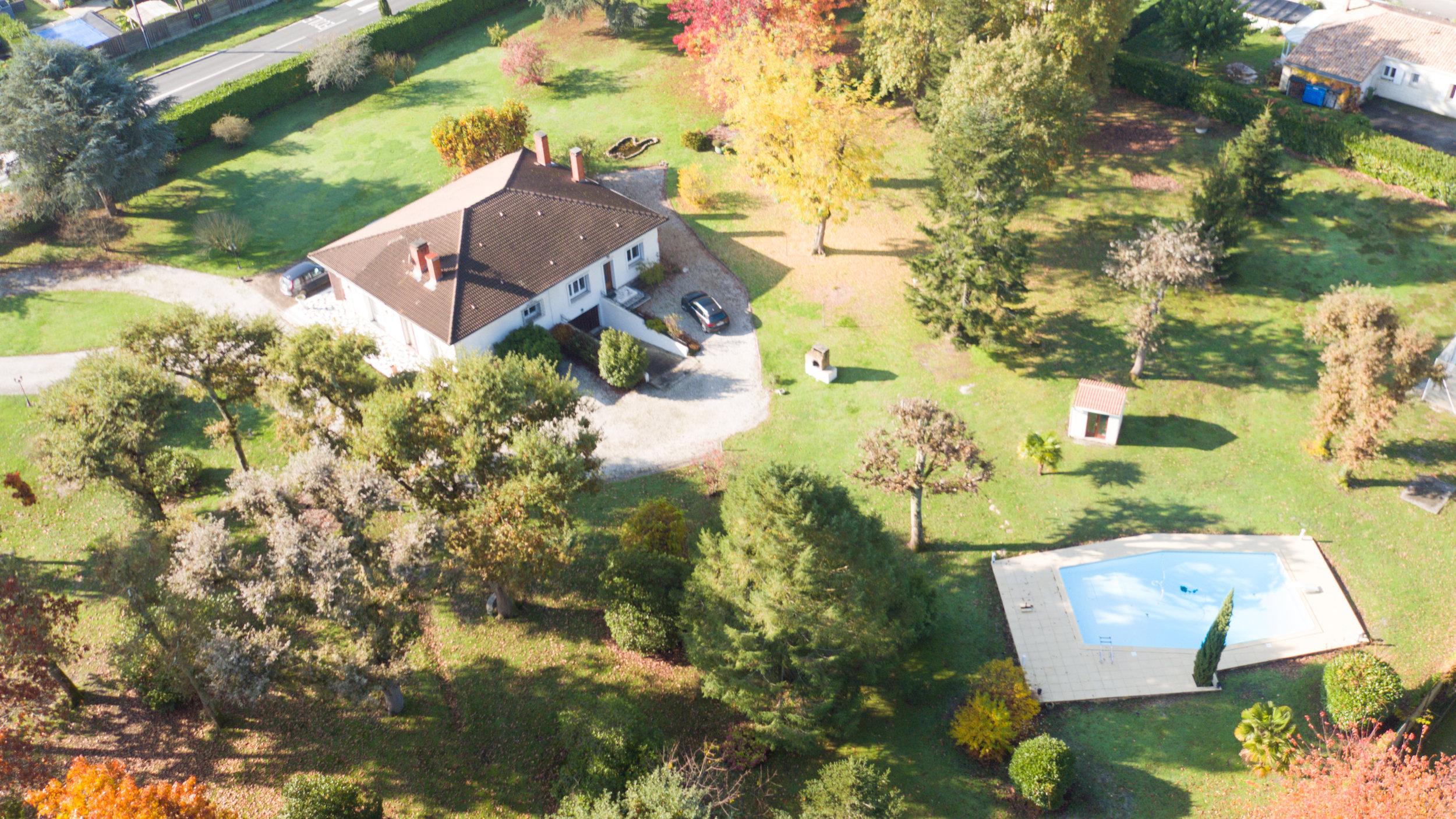 Maison de 180 m2, piscine sur terrain arboré d'un hectare
