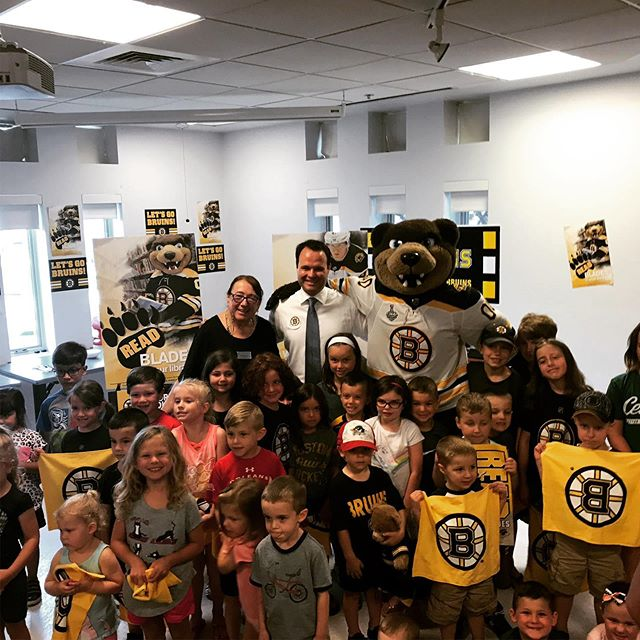 Always fun to read a story at our local library with the @nhlbruins! #TeamworkMakesTheDreamWork