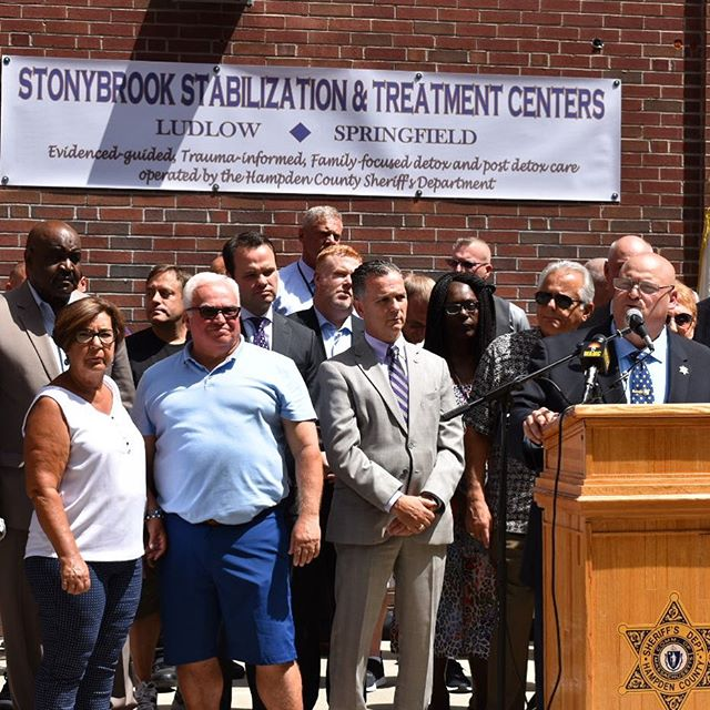 This afternoon I joined WMass legislators at the Hampden County Sheriff's Department's Stonybrook Stabilization & Treatment Center to celebrate the 1-year anniversary of its opening.  This facility is doing important life saving work combating the opioid epedemic & I'm greatful for Sheriff Cocchi for his leadership on the issue.