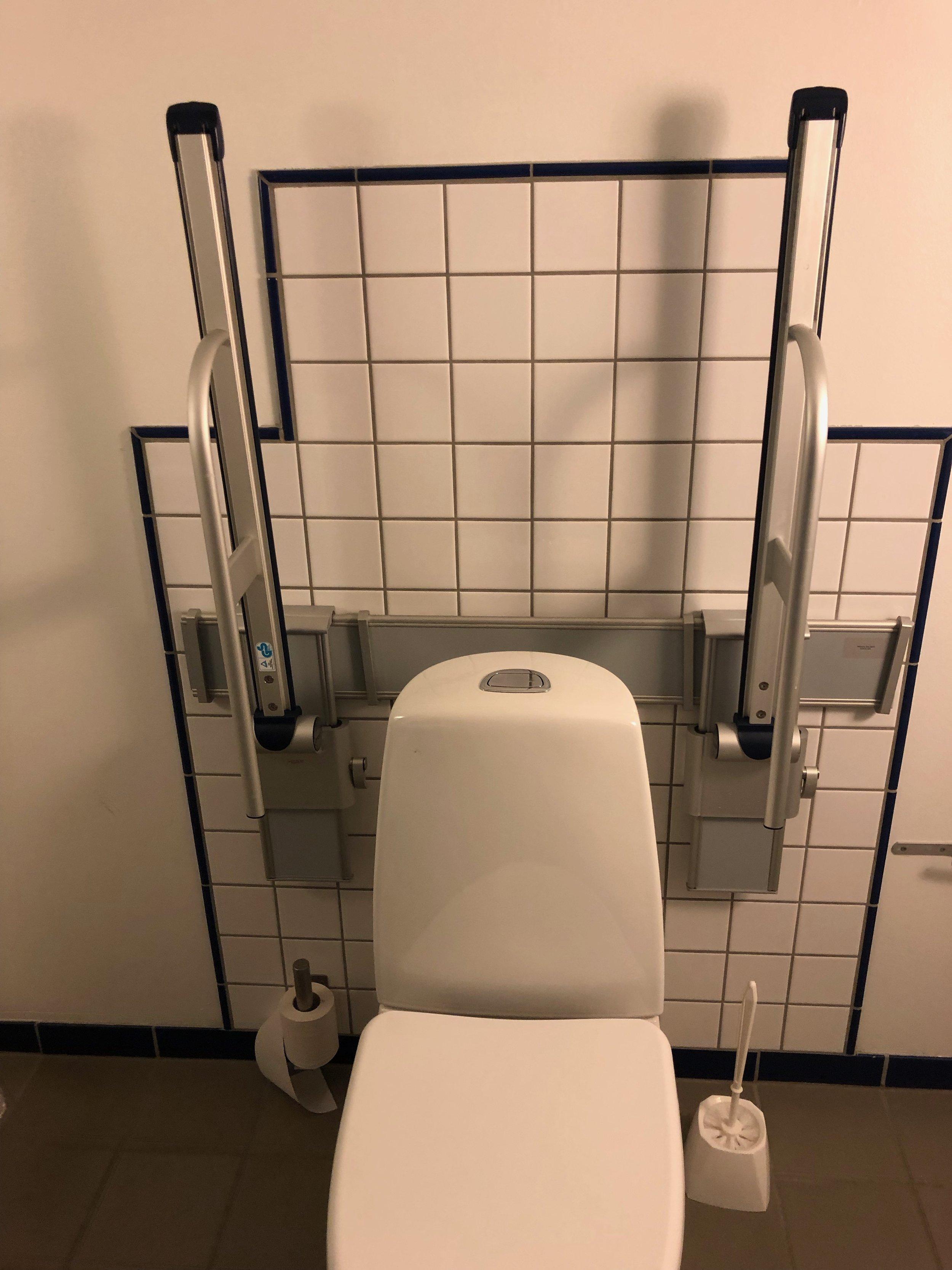 Adjustable toilet