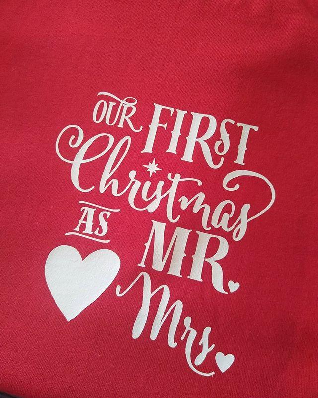 Matching t shirts for a beautiful couple of spouses ♥️🥰. . . . . . . . . . #emprendedoras #emprendedores #latinababe #latinaencanada #latinosencanada #latina #latinagirls #canada #colombianaencanada #mujerempoderada #mujeressexys #mujerhoy #handmade #caleña #caleñaporelmundo #personalizados #newtshirt #tshirtsfemininas #personalizedtshirts #personalizedgifts #couplegoals #couples #tshirt