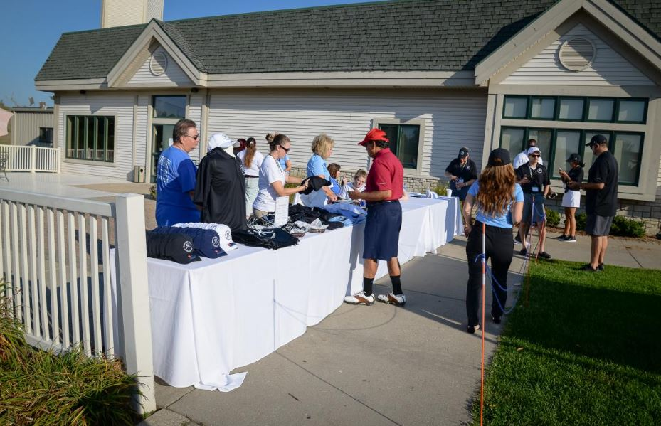 Giving on the Green 16.JPG