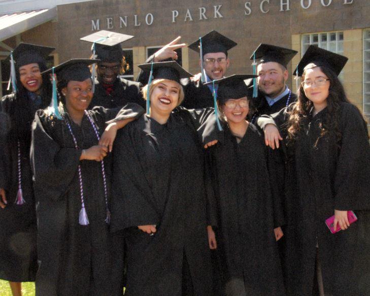Photo of 2017 Menlo graduating class.