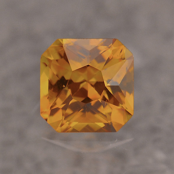 GOLDEN SAPPHIRE - Yellow and Golden Sapphires are another variety of the Corundum family.