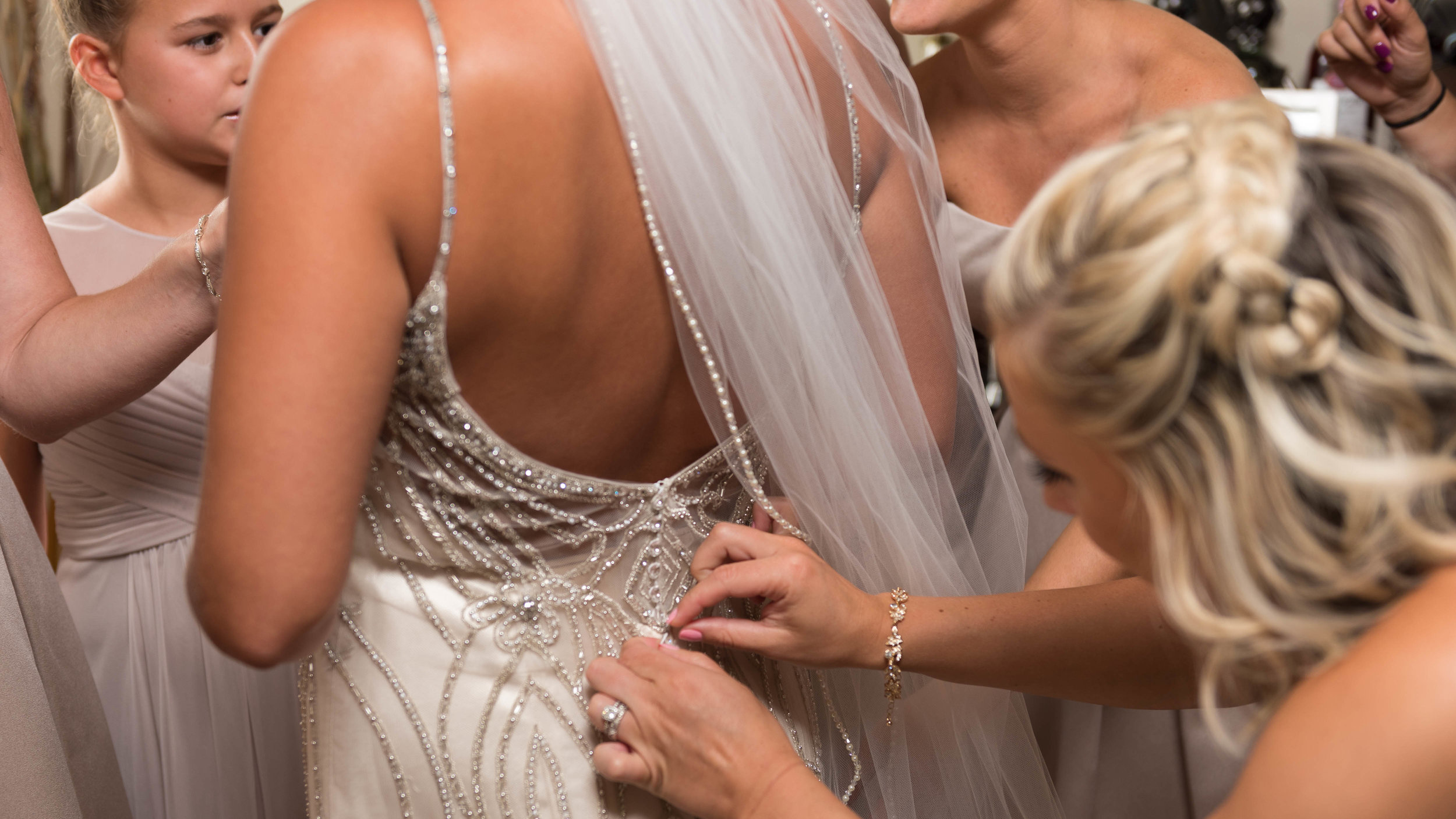 Bride-Getting-Ready-with-Bridesmaids-10.jpg