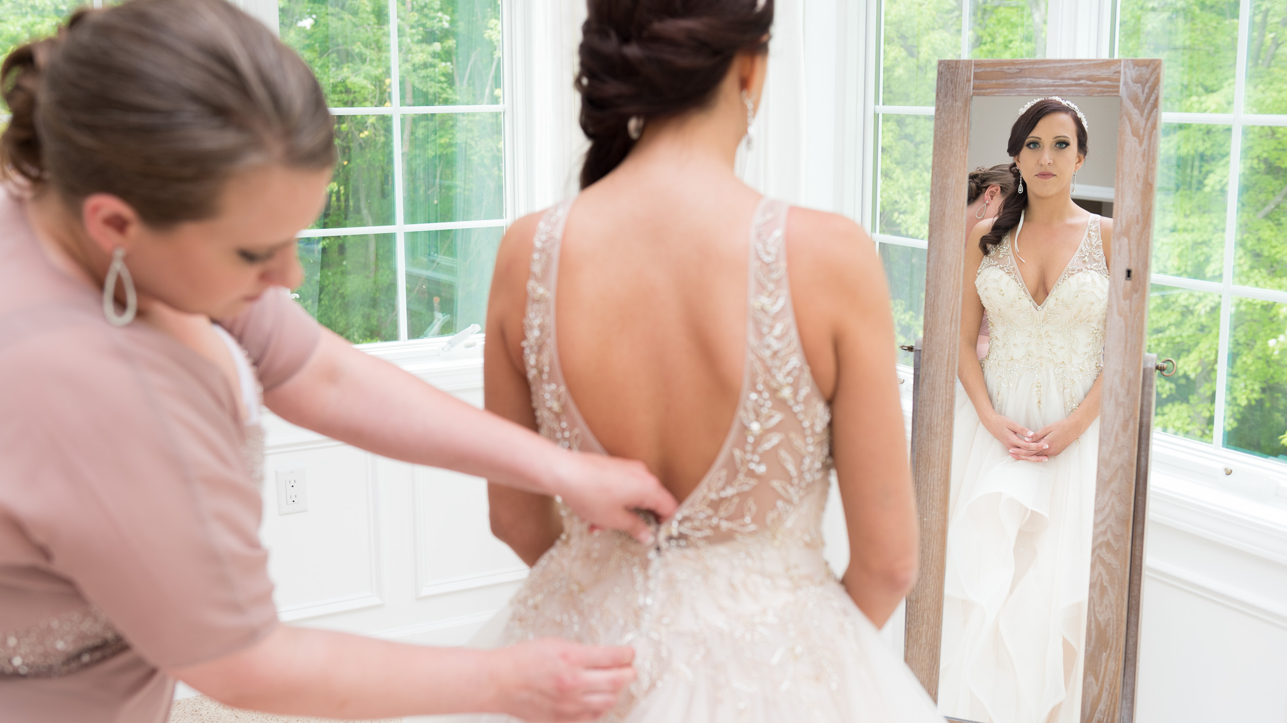 Bride-getting-ready-with-bridesmaids-9.jpg