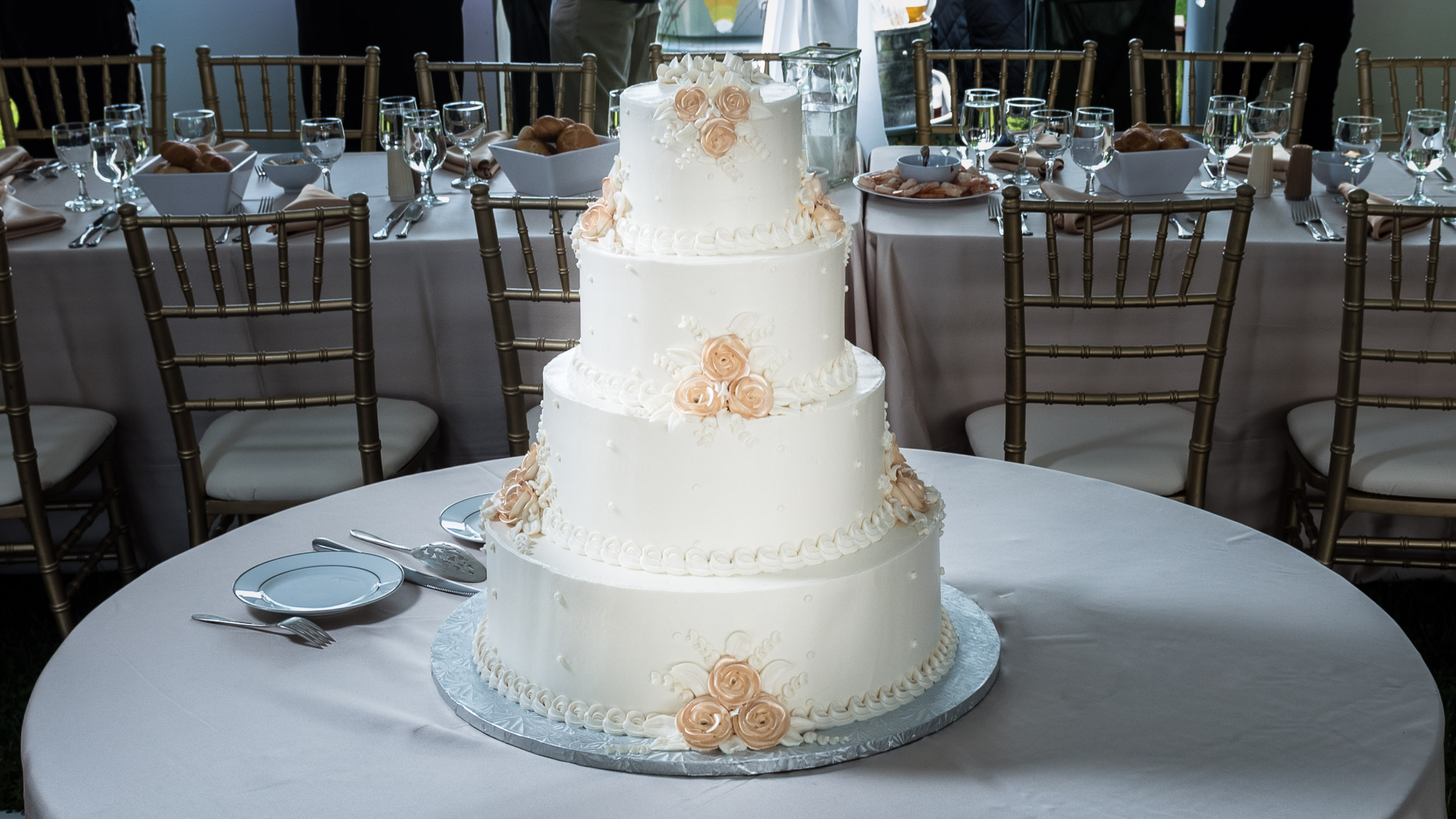Wedding-cake-at-reception.jpg
