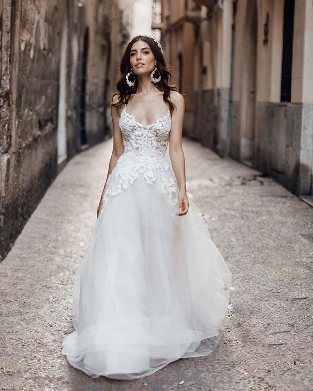 Our Orelia earrings + this gorgeous @louvienne gown. . . gown: @louvienne  styling + planning: @lovelybride photographer: @tali_photography models: @diviulaura + @lairagomes_ hair + makeup: @blushbridal_mallorca earrings: @bloombazaar . #wedding #bride #weddinginspiration #weddingdetails #weddingstyle #bridal #accessories  #statementpieces #statementearrings #bloombazaar