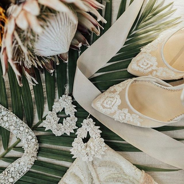 Love, love, love this gorgeous scene with with our Dylan earrings and Mabelle belt featured on @artemina__ . . . . . . photo: @child_indigo  #tropical #destinationwedding #artemina #wedding #bride #modernweddings #weddinginspiration #weddinggoals #weddingdetails #weddingstyle #bridal #accessories #earrings #statementpieces #belt #bridalearrings #bloombazaar