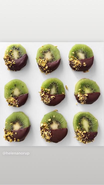 Chocolate Dipped Kiwis @helenanorup