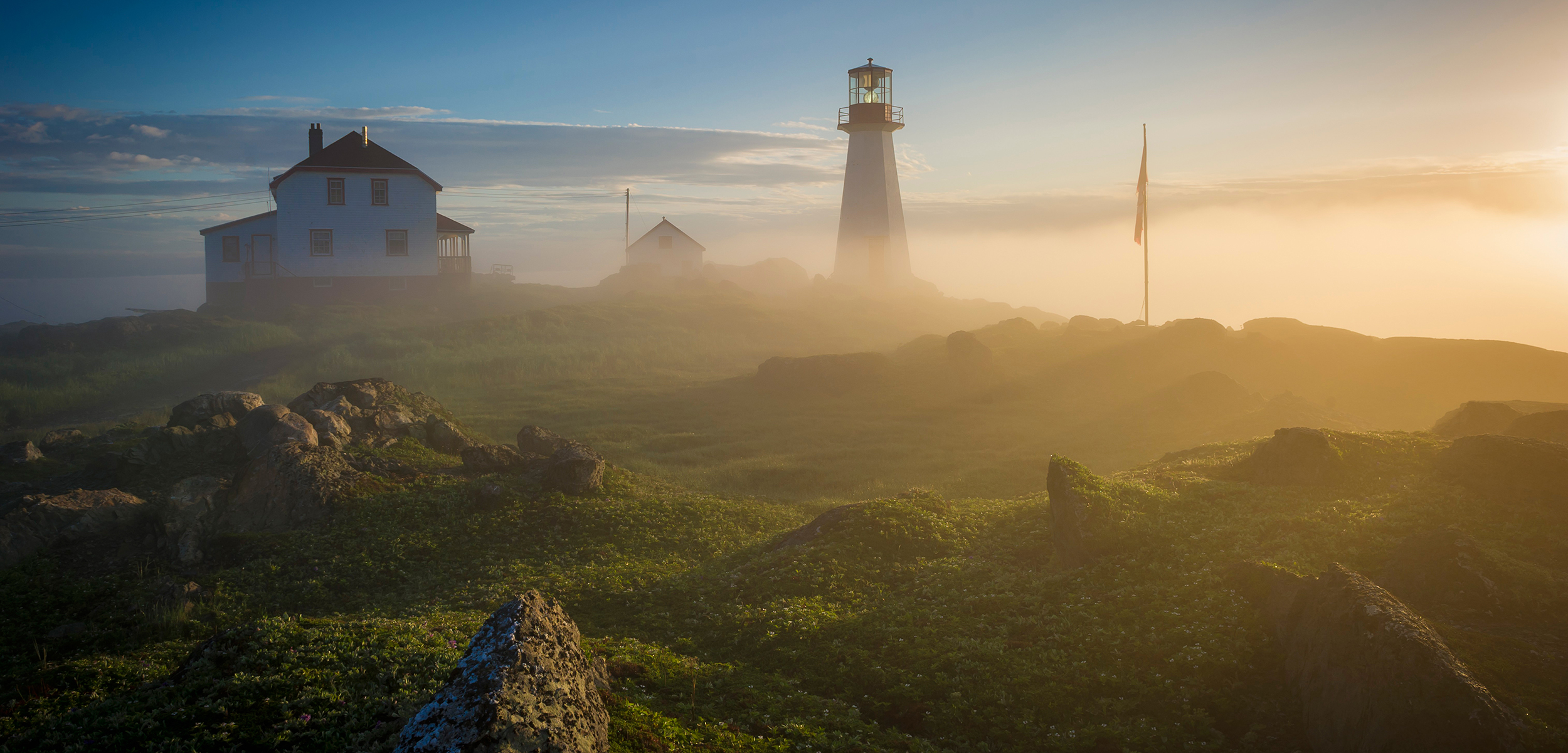 faro de luz Light house Newfoundland, Canada running getaway by Aire Libre