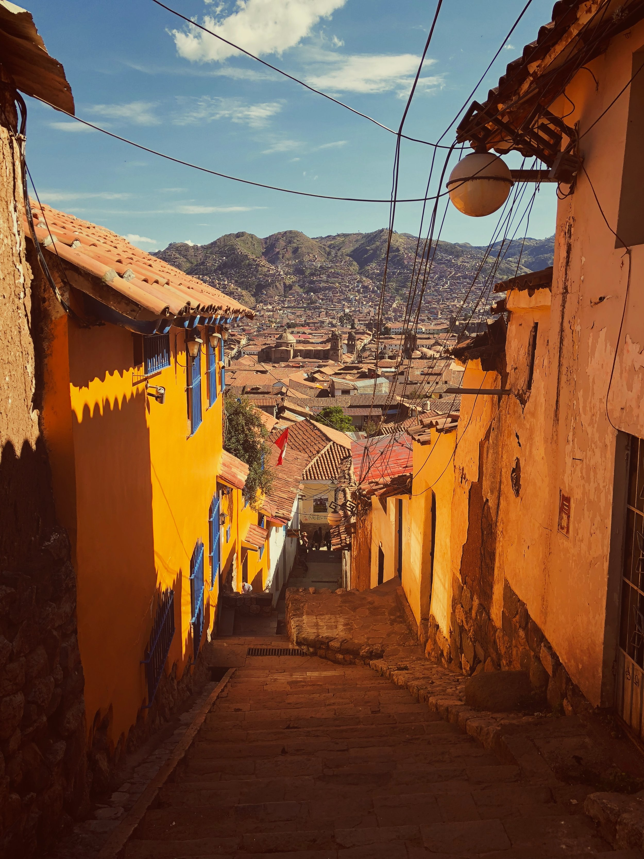 calle street cusco Peru running retreat by Aire Libre
