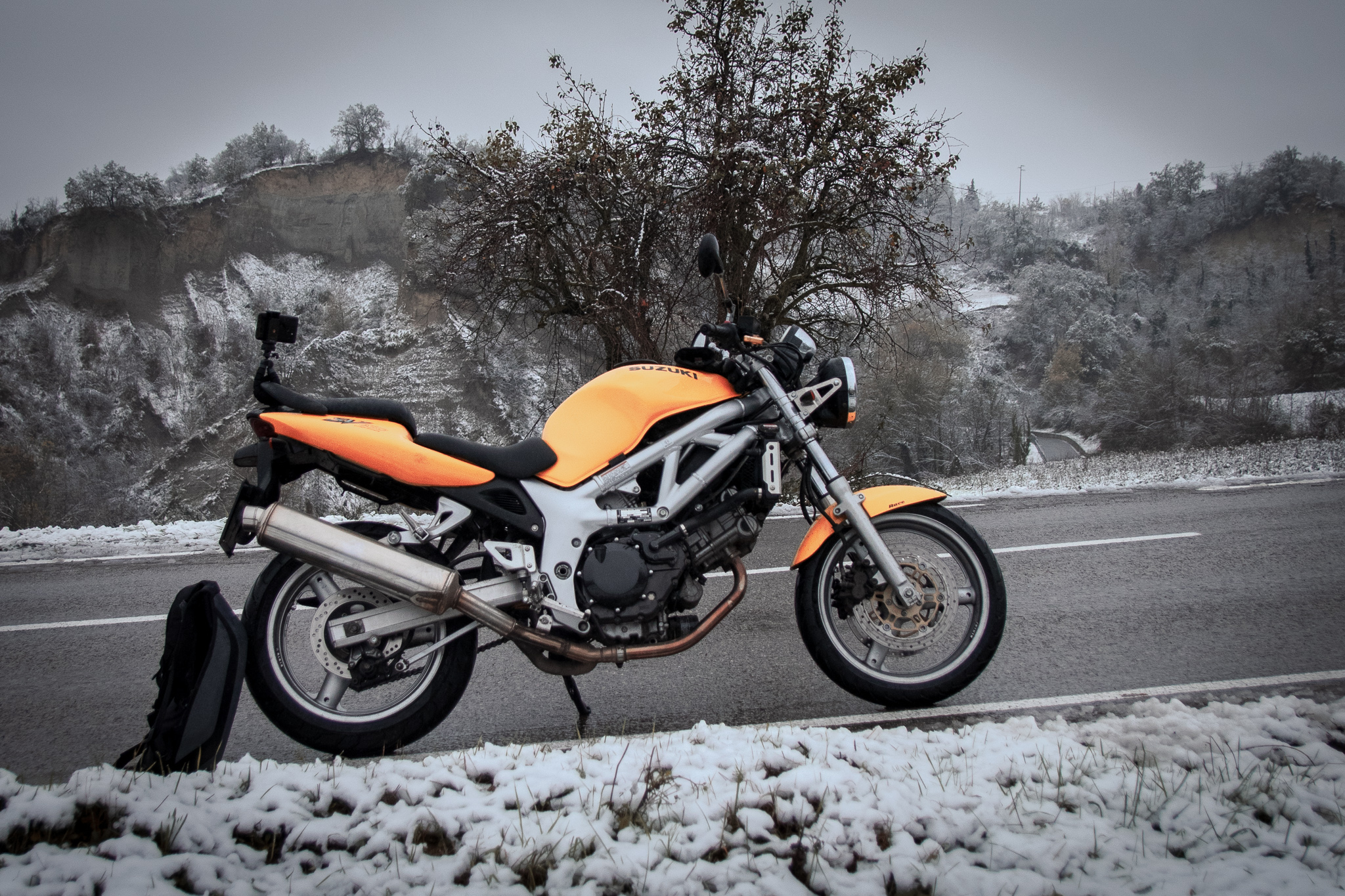 Course XL Moto backpack in snow