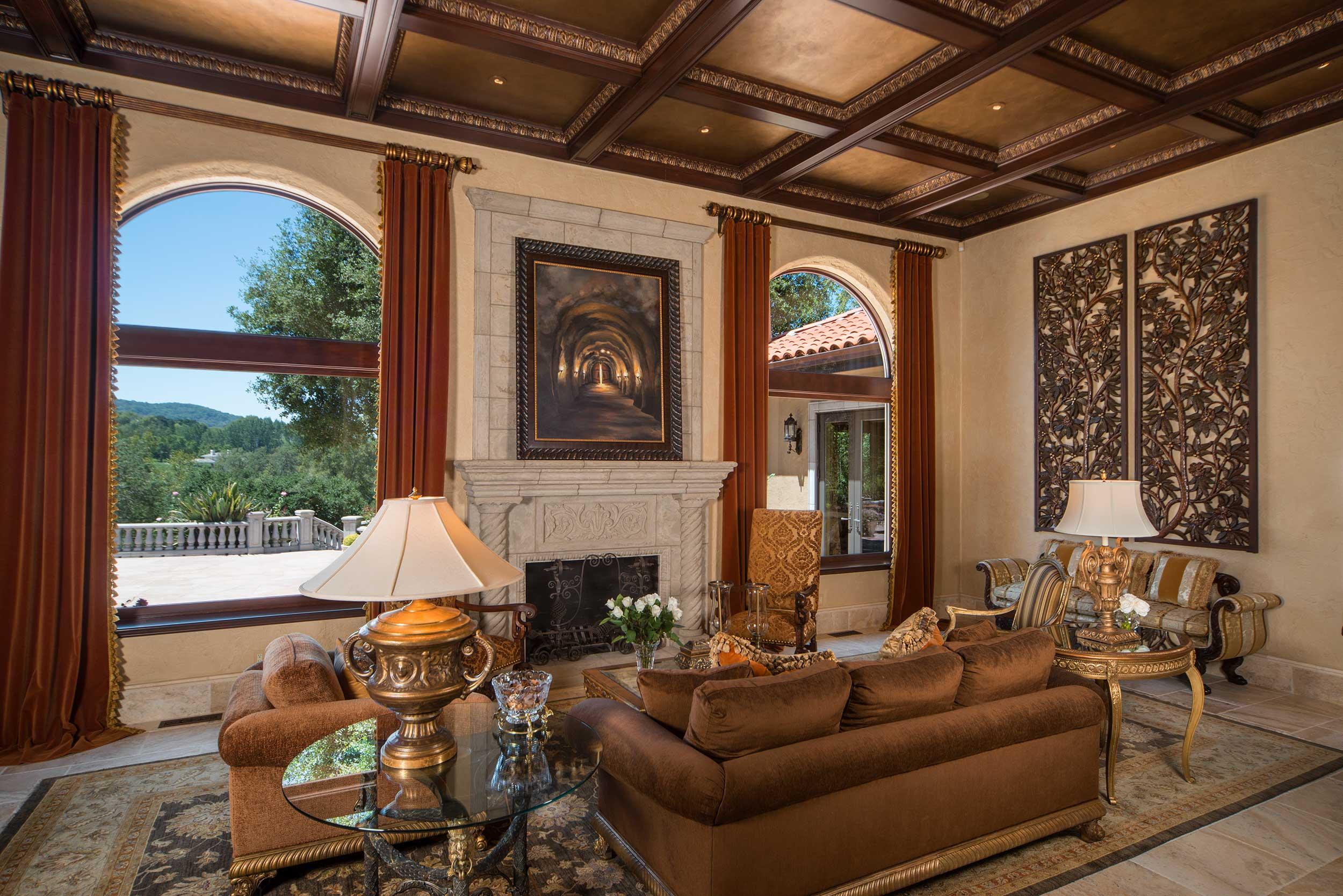 Napa_Valley_Mediterranean_livingroom_01.jpg