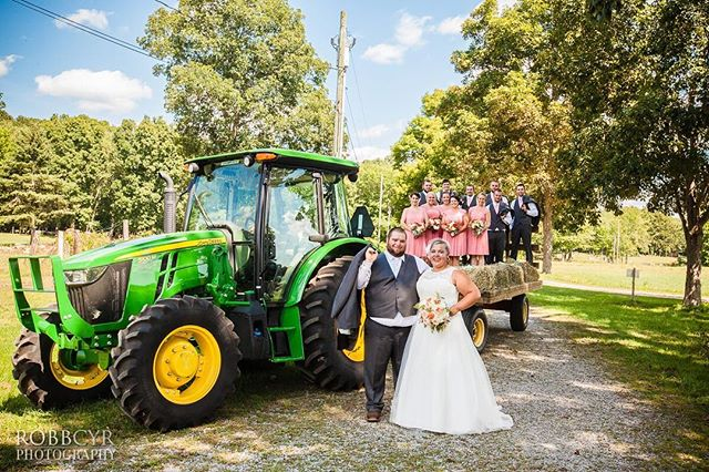 Farm weddings are fun🚜👰🏻🤵🏻