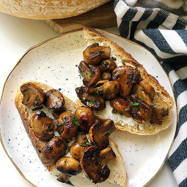 Talking about one of my worst habits but also this crazy good concoction over on the blog. I'm still thinking about it today. Why make dinner when we can just have toast?  Balsamic and garlic mushrooms with chèvre on sourdough toast might be my new favorite recipe. 15 minutes to make and perfect for an easy appetizer or a #meatlessmonday dinner. Just add a big salad to go with it and dinner is ready! . . . . . #onepanmeal #foodblogger #instafeast #f52grams #thecookfeed #sourdough #eatyourveggies #toast #yumm #huffposttaste #thefeedfeed #foodblog #recipe #quickandeasy #bhgfood #bonappetit #thesaltandstone
