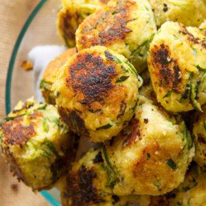 "Vegetarian Options - Berry Delicious OatsBlack Bean & Beet BurgersBlack Bean BurgersBuddha BowlButternut Squash & 4 Bean ChiliCreamy Comfort Vegan SoupEasy ""Chikn"" WrapEnglish Muffin PizzaEasy One Dish Spinach & Rice (NEW!)Garlic Roasted TofuHealthier Nachos (Veggie Nachos)Mediterranean Tofu Pasta SaladMorning Tofu ScrambleNutty QuinoaQuinoa Chickpea Bowls with Avocado DressingQuinoa Stuffed PeppersSouthwestern SaladSouthwestern Tempeh Taco BowlsStuffed Sweet PotatoTahini Power SauceZucchini BoatsZucchini Meatballs"