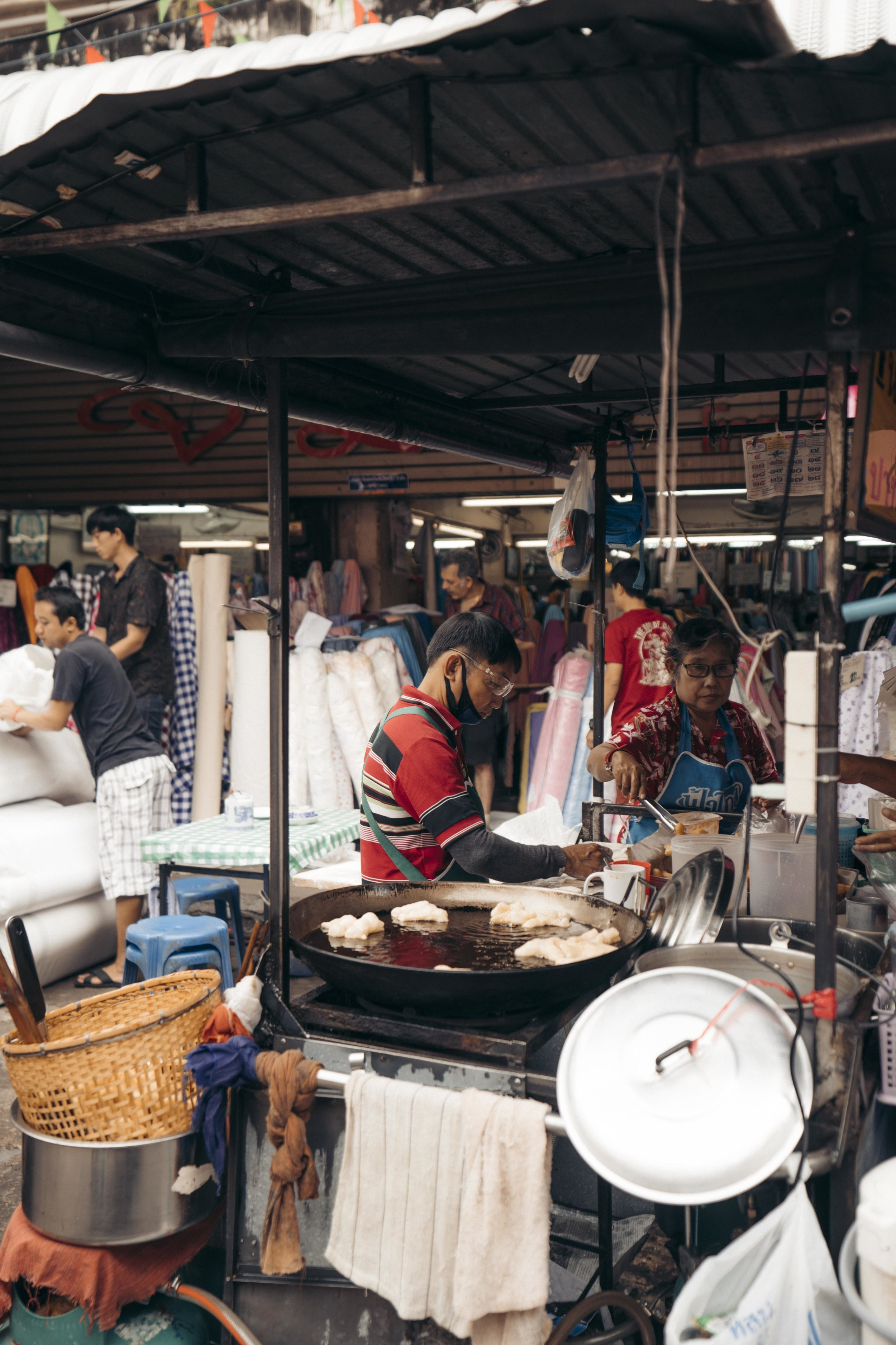Markets a huge thing in Chiang Mai.  Here 's a list of top markets to go to!