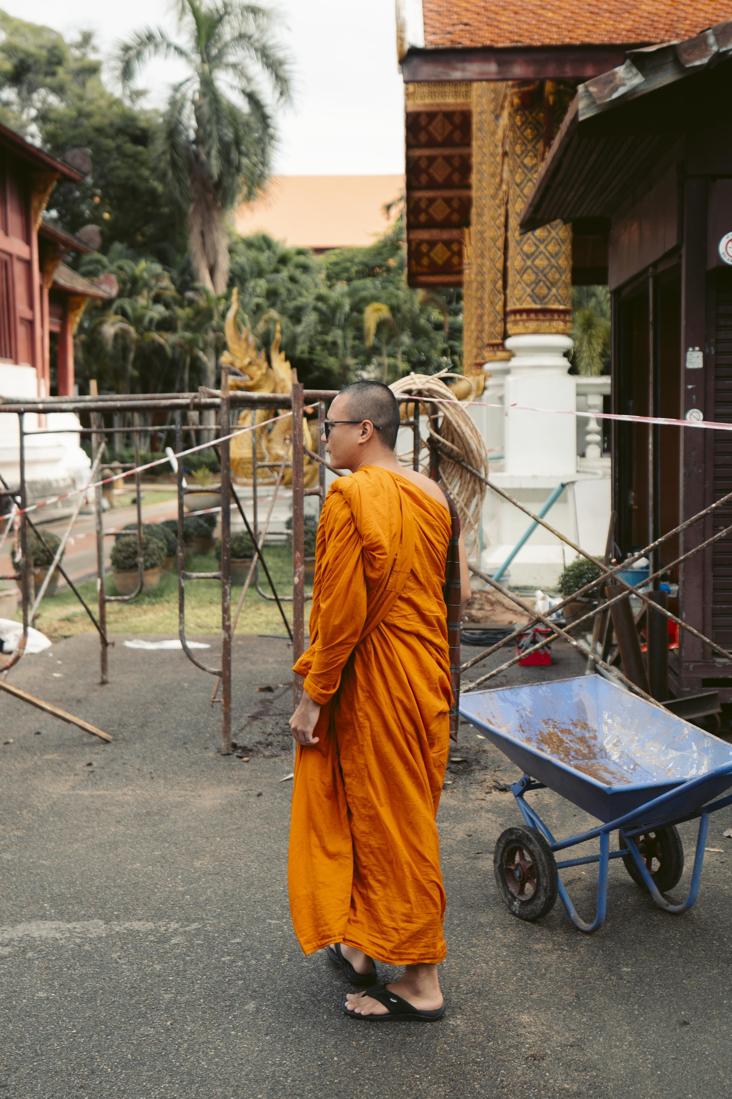 Its's not uncommon to see monks roll around in Chiang Mai! They're super cool.