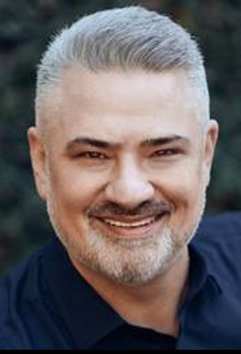 BRENDON BLINCOE - A 22-year veteran of the entertainment industry, Brendon has experience as a Casting Director, Producer, Show Creator and Entrepreneur. In 2008, Brendon founded Iconic Casting, one of LA's top unscripted casting companies. In 2019, Brendon transitioned from entertainment to real estate, becoming a Realtor® with Compass in Toluca Lake.Brendon currently serves on the Board of Trustees and as the Development Committee Chair at The Wesley School (K-8) in North Hollywood.The Blincoe family is honored to be part of The Magical Holiday Parade, helping spread joy to his local community.