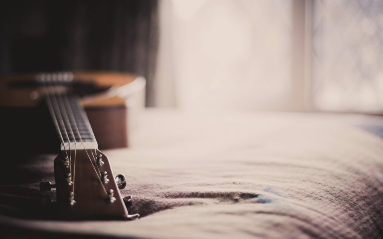 acoustic-guitar-wallpaper-download-free-hd-wallpapers-desktop-images-download-free-amazing-picture-artwork-lovely-2560x1600-768x480.jpg