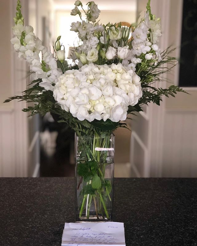 Who said white is boring? This beautifully happy arrangement, along with a sweet note, arrived last night from my husband-who has a darn good memory for dates-Apparently it was 30 years ago we were first introduced. Ok I'll take that and the flowers!!! ❤️💕❤️ #whiteflowers #acornerofmyhome #interiorstyling #stylingwithflowers #inmydomaine #finditstyleit #howyouhome #howwedwell