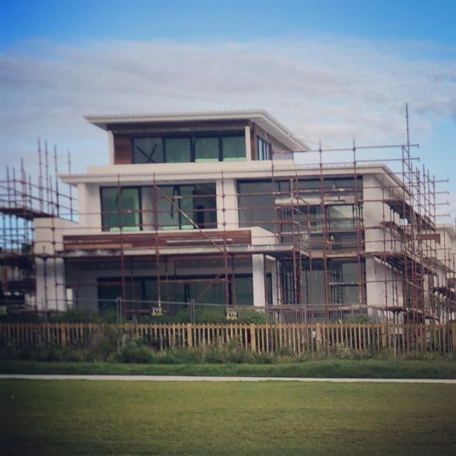 Waterfront build by Gremmo homes . . .  #ABCscaffolds #scaffolds #scaffoldwork #scaffolding #scaffoldhire #construction #building #built #scaffoldbuilder #loveyourjob #hardwork #scaffy #sydneybuilder #commercial #commericalconstructions #residential #residentialbuilder #greenhills #shearwater