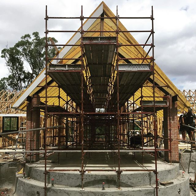 A home being built by Gremmo Homes.  #ABCscaffolds #scaffolds #scaffolding  #scaffoldhire #scaffoldwork #construction #building #built #scaffoldbuilder #loveyourjob #hardwork #scaffy