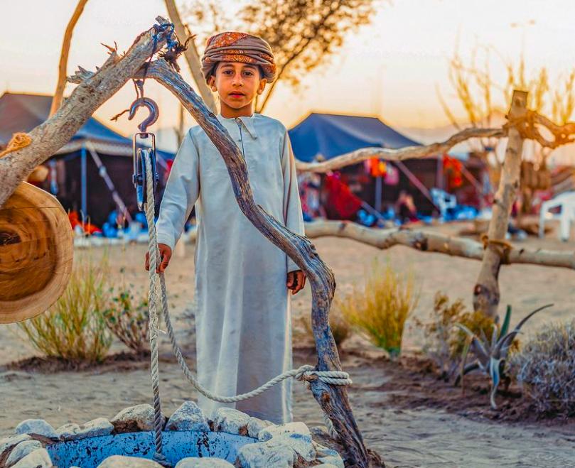 Art: Child with Water in Oman. Photographer: Amir Hussain