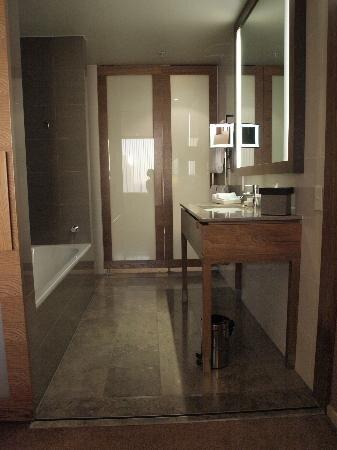 ensuite-bathroom-in-king.jpg