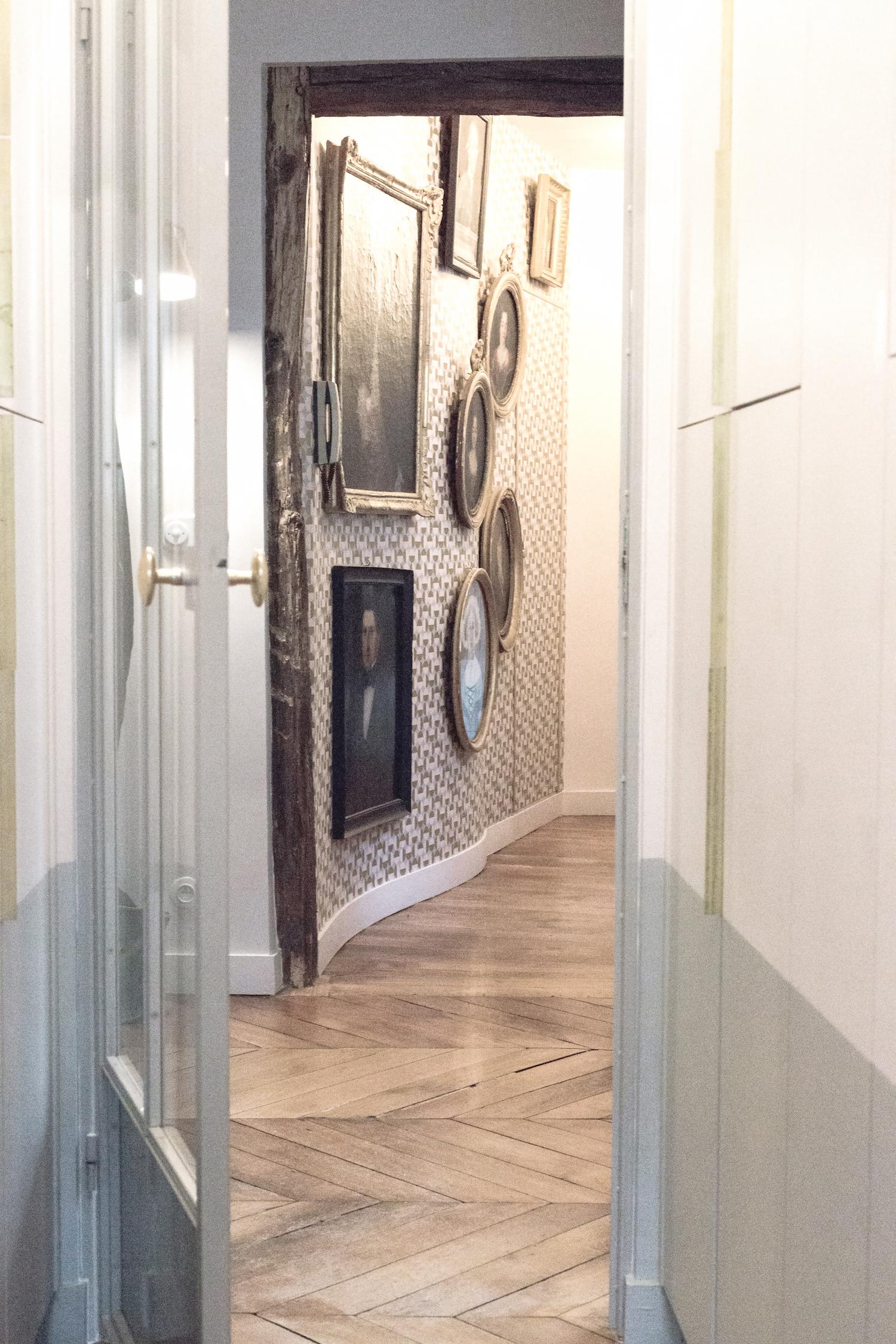 - L'histoire débute lorsque pour la première fois en 2006 la Maison Caumont est invitée à exposer au salon Maison&Objet.Après un premier acte convainquant , la créatrice décide de s'investir pleinement dans cette aventure. Imaginant, les nouveaux espaces de vie, de travail et les objets du quotidien accordés sur les histoires de vie et les symboles à la manière de madeleines de Proust. Réussissant le pari d'un design original, humain et accessible.