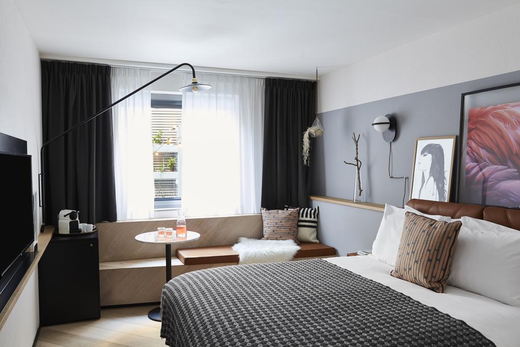 Hotel Indigo Antwerpen - room.jpg