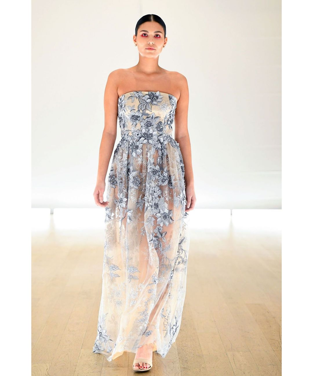 Toronto Fashion Week 2019 || Designer:  @lesley_hampton   MUA:  @patrickryanmua   Photographer:  @georgepimentel1