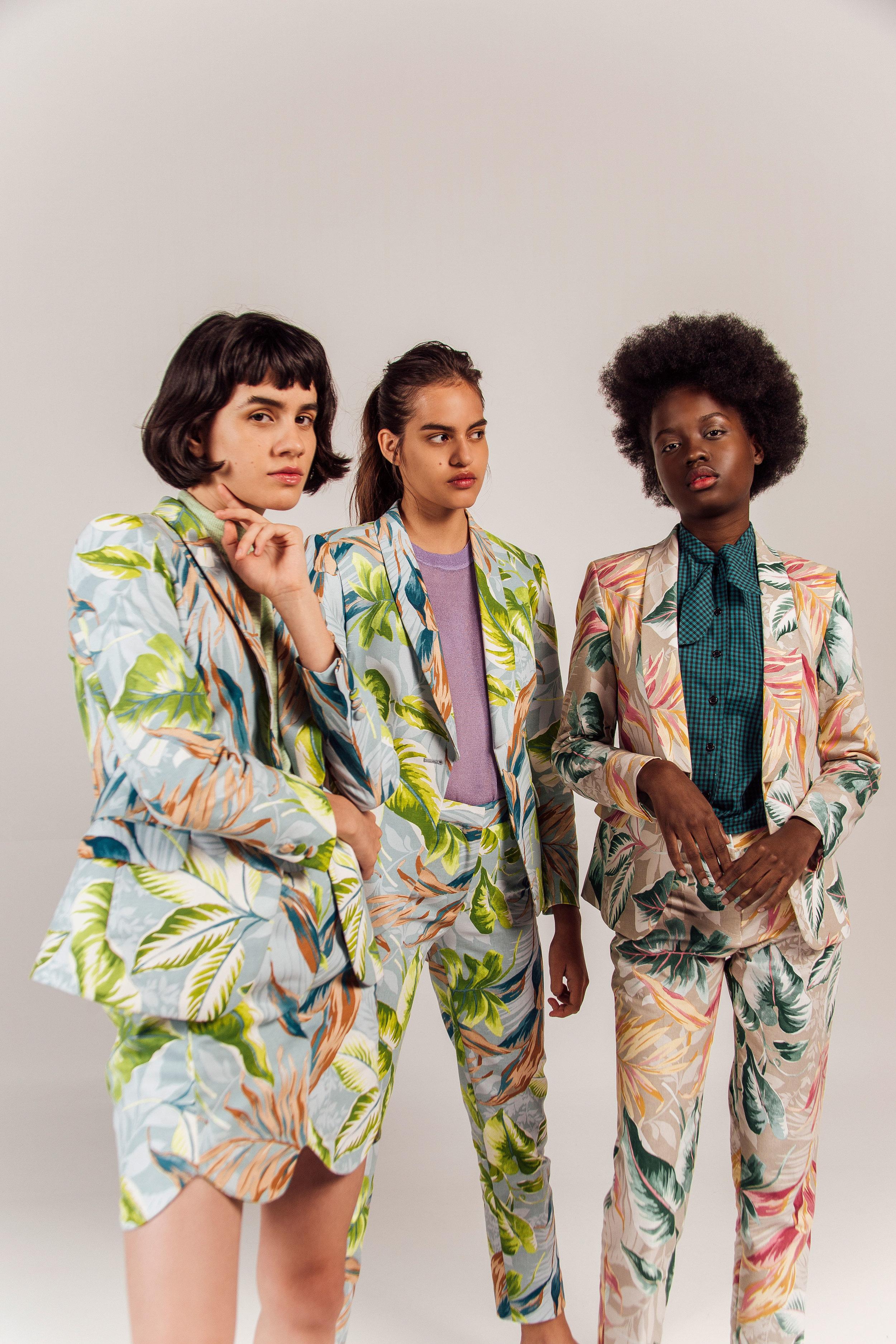 Suit Falda Tropicalia Celeste + Suit Tropicalia Celeste + Suit Tropicalia Beige