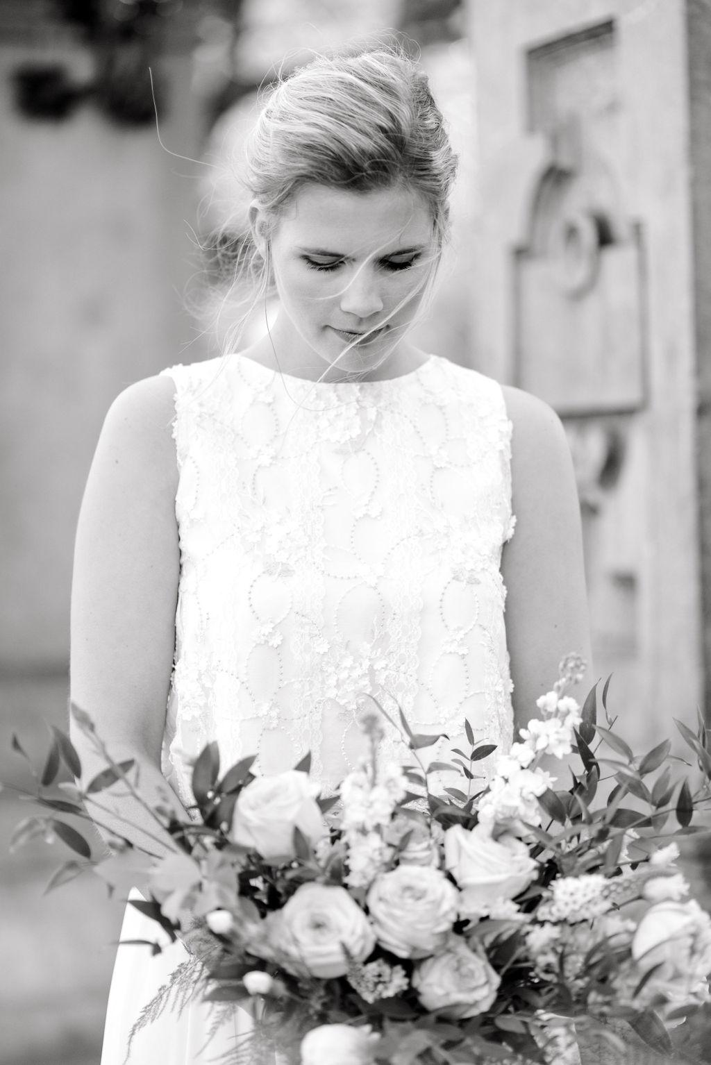 Editorial Springtime Elopement in Amsterdam  | Gray Door Photography | Destination Wedding Photography