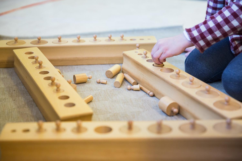 Montessori - La pédagogie Montessori prône des valeurs qui permettent l'épanouissement de l'enfant.