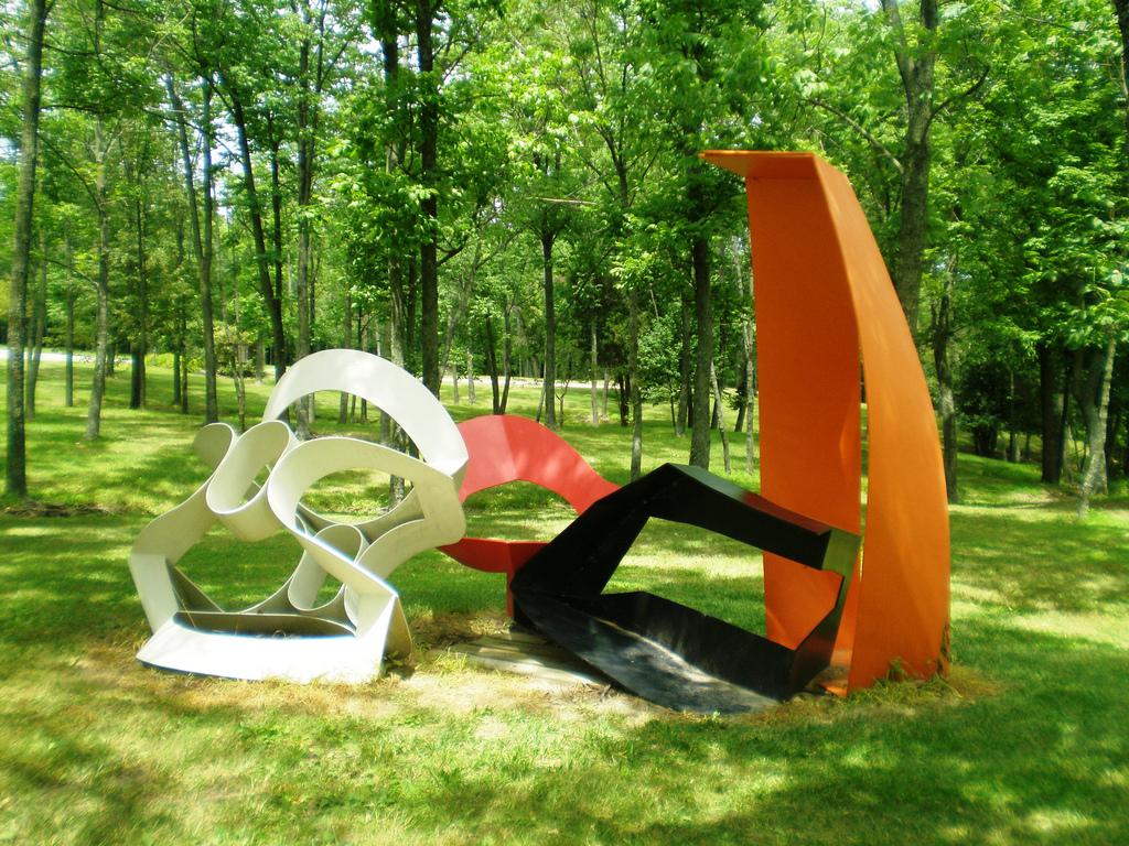 2004Pyramid Hill Sculpture ParkHamilton,Ohio - Roxanne, 1981Painted aluminum116 x 90 x 234 inches