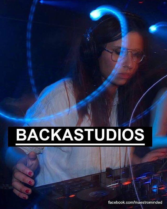 SE HIT✨ . BACKA STUDIOS är ett space där tjejer och icke-binära kan hänga, lära sig att producera musik, sjunga och skriva texter. Studion är öppen för alla tjejer och icke-binära under onsdagar mellan 18:00 - 21:00 under hela vårterminen  HUR FUNKAR DET? Under och efter genomförd BACKAutbildning har du möjligheten att testa producera musik, skriva låtar och sjunga i studion med Katherine, Layla (L) Alexandra och Ayanda som är BACKAS producenter  Du anmäler dig till utbildningen via länken på @backasysterskapet instagramprofil!  BACKAutbildningen pågår varje tisdag i 5 veckor från 12 Februari, mellan 17:00 – 19:00 i Fryshuset, Hammarby Sjöstad!✨✨ #backasysterskapet #backa #backastudios #fryshuset