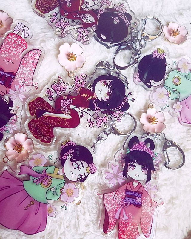 Flower Ceremony Charms are here!! Preorders will be shipped ASAP and the remaining charms have been put on my shop. There's an extremely limited quantity, though!! Thank you all for your support ;u; • • • #art #digitalart #charms #acryliccharm #animecharm #animemerch #kimono #qipao #hanbok #animeart #artshop