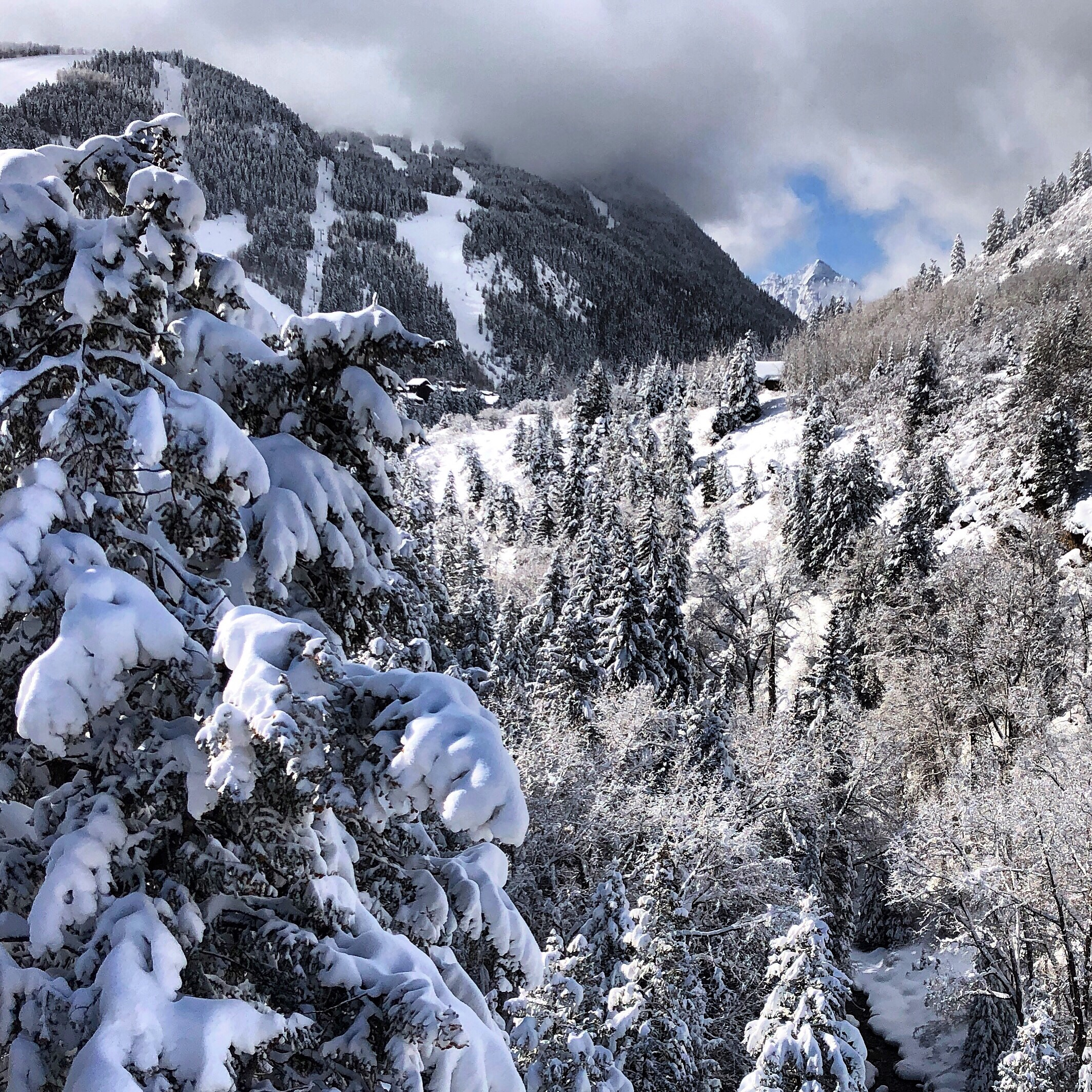 What a weekend! Aspen Haus is a less than 5 min drive from this stunning site… or you can XC ski the whole beautiful way here from the house.