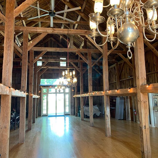 Excited for the weekend and seeing this beautiful space filled with 💕!! #weddings #weddingplanner #newhampshire #barn #rusticweddingdecor