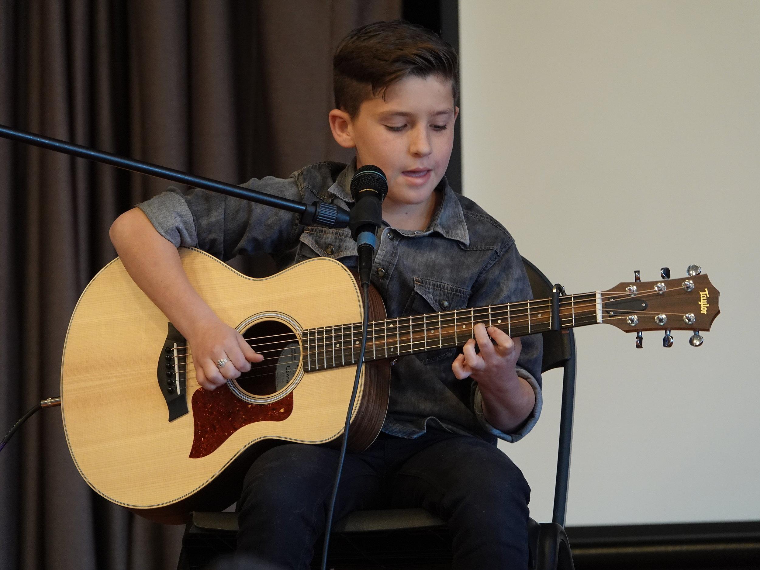 Benjamin Sachs . Acoustic Guitar