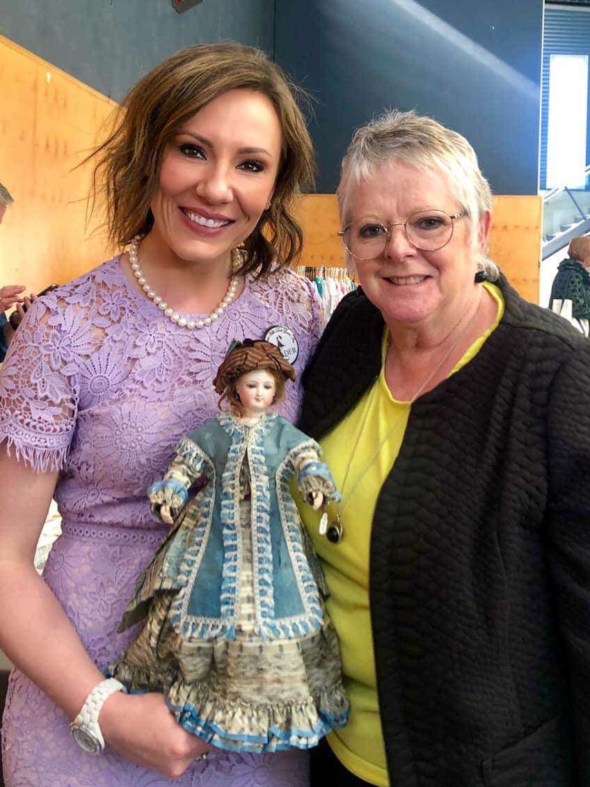 Gayle Purchasing a Smiling Bru from Rachel Hoffman in Australia.jpg