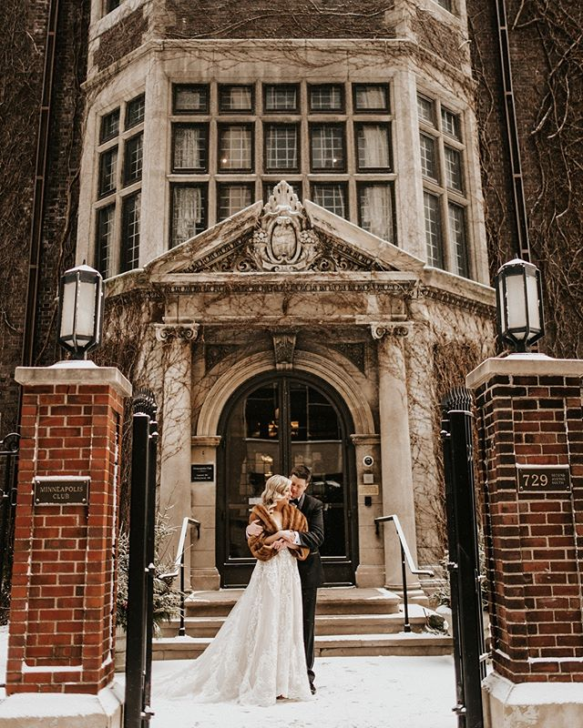 Alllll the romantic, snowy, wedding day vibes ❄️✨ Swipe for a close-up of this gorgeous couple! Full length in stories!