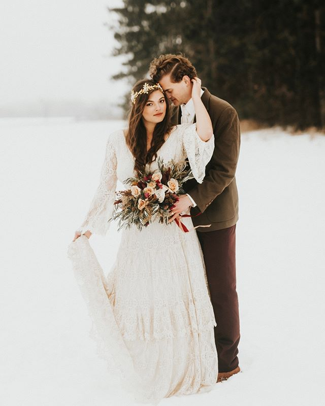 We just really love these two. Photography has brought so many special people into our lives 🖤 Happy Sunday friends!  Venue @ivorynorthco Coordinator @ivorynorthco Hair @nicolettehairartistry Make-up @ladyvampartistry Florals @beeziesblooms Dress @kiteandbutterfly Bride @krzanghi  Groom @jzfourteen