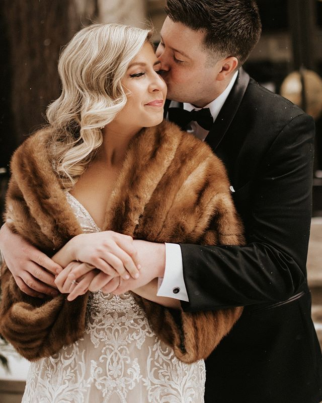I'm working on Megan and Jay's Day and just had to share a few ✨Just send all the winter weddings my way because I LOVE THEM. Swipe for more.
