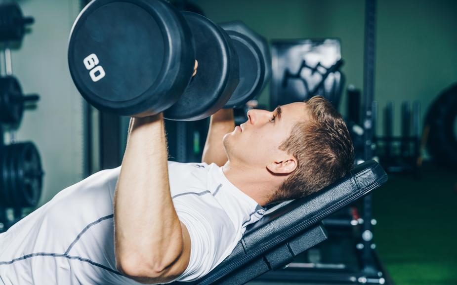 man-lifting-weights_925x.jpg