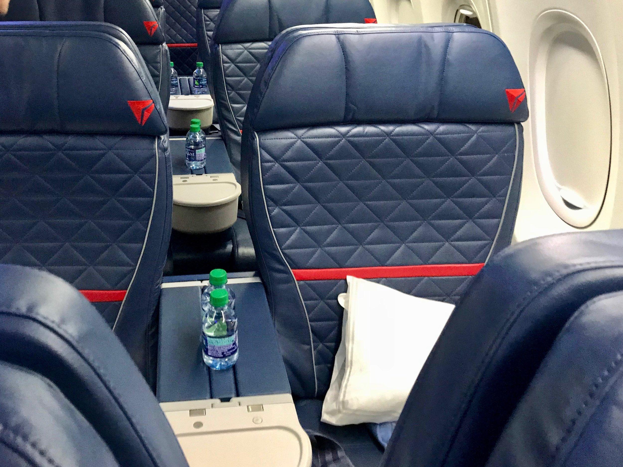 Delta First Class 737 800 738 Seattle Austin Officer